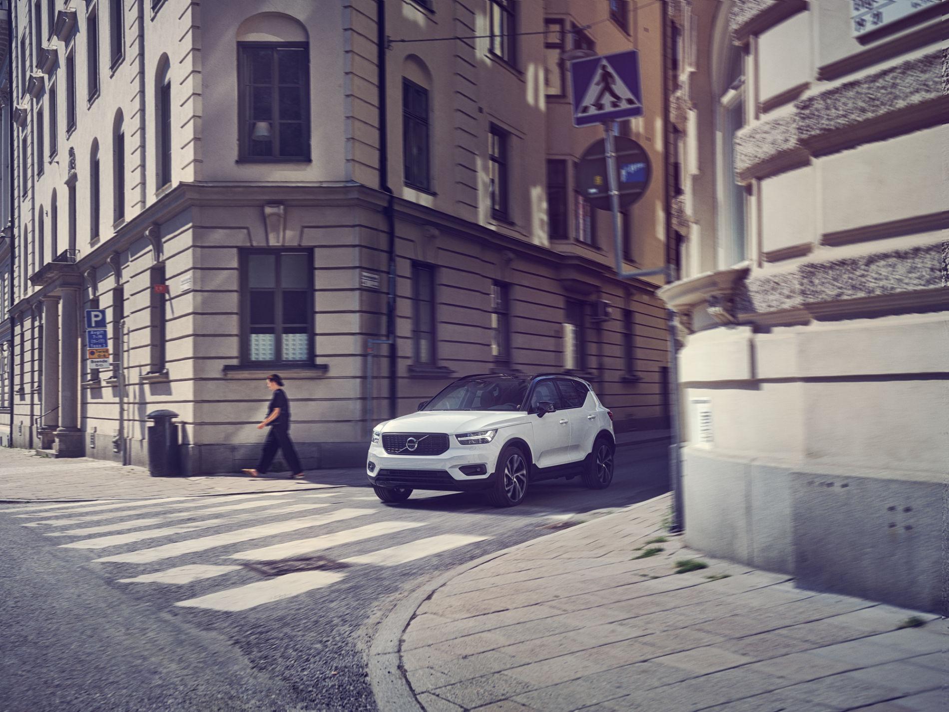 Volvo XC40 із вигодою до 280 500 гривень* та два ТО у подарунок**